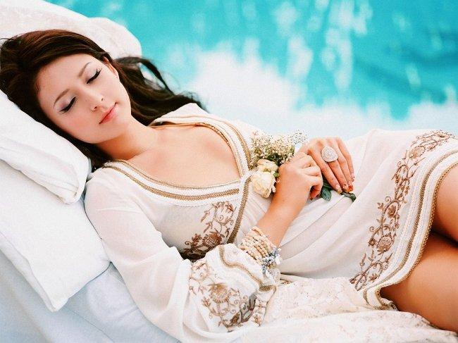 Положение тела во время сна: в какой позе спать лучше