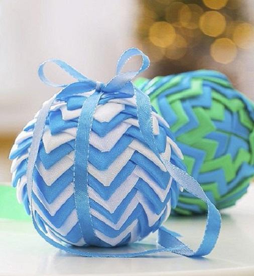 Как сделать из лент новогодний шар на елку