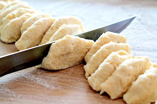 Как испечь маффины с сыром и чесноком