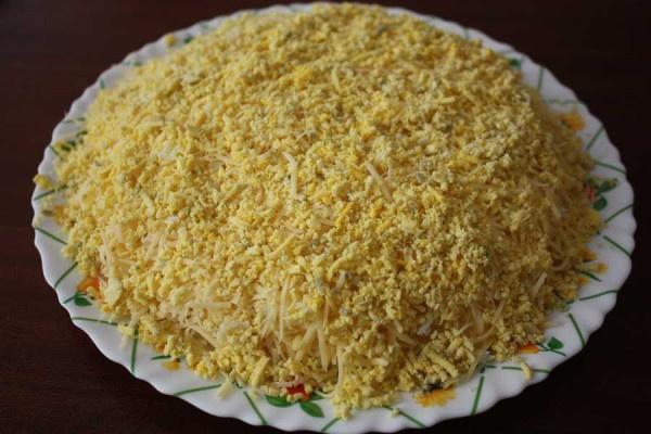 Вкусный салат из курицы с ананасами