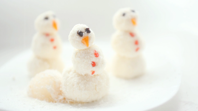 Как приготовить творожные снеговики