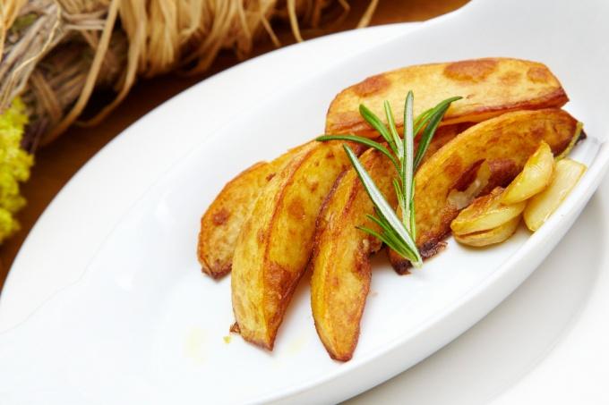 Как запечь картофель с розмарином