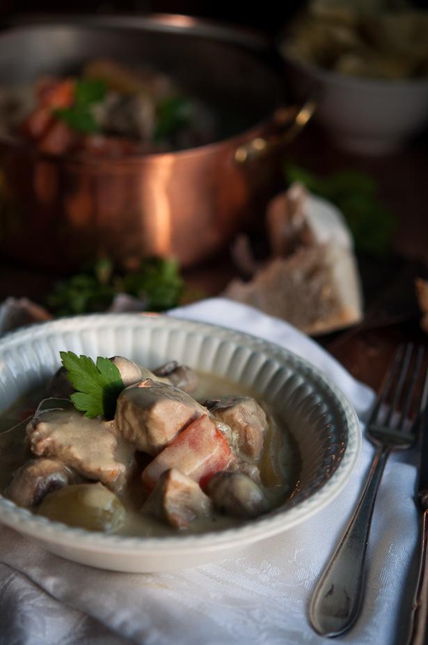 Как приготовить рагу из телятины с белым соусом