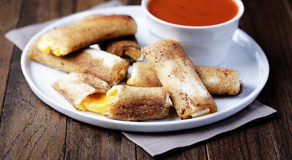 Как приготовить рулеты из хлеба для сэндвичей и сыра