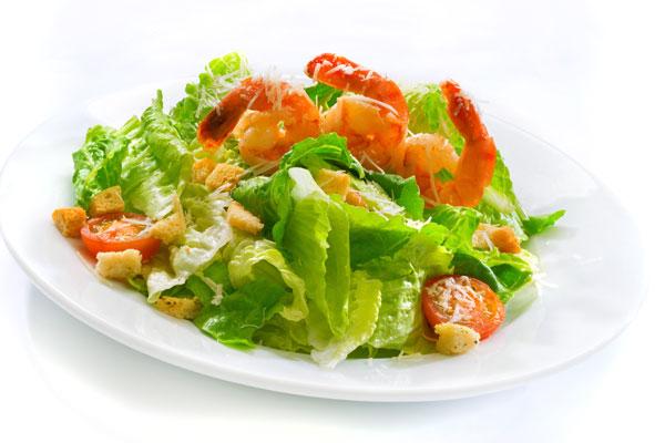 Салат с креветками, пармезаном и черри