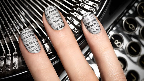 "How to make a ""newspaper"" manicure"