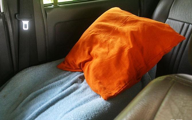 Как правильно спать в машине