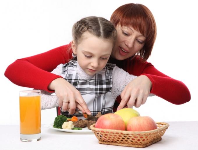 Когда переводить ребенка на общий стол
