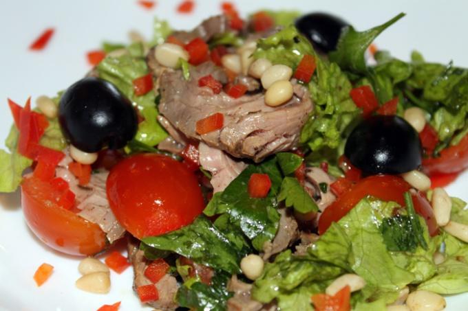 теплый салат страчетти