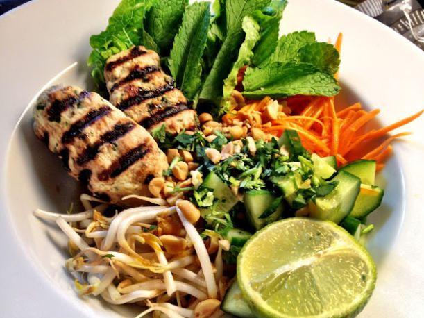 Вьетнамский салат с кинзой и мятой
