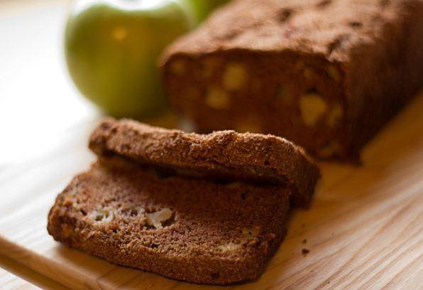 Яблочный хлеб с корицей