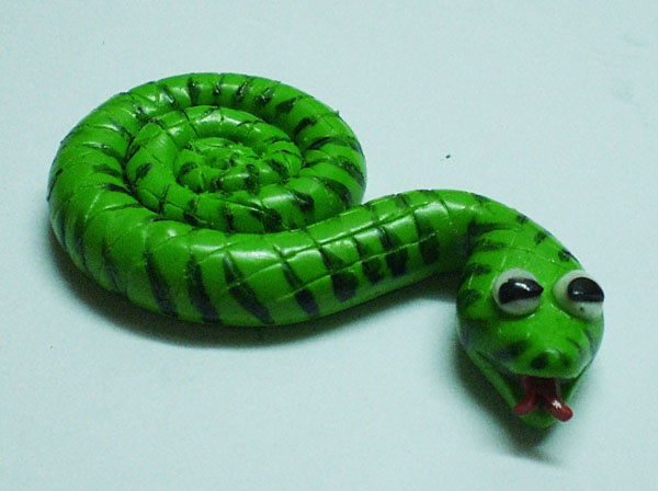 Как сделать змейку-магнит из полимерной глины