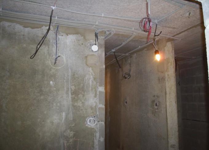 Как лучше пустить проводку в доме