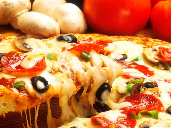 Вкусная пицца подарит любому человеку радость