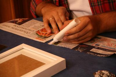 Рамка с розами из газеты