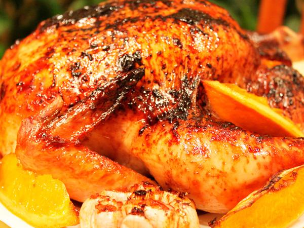 Душистая курица, запеченная в духовке целиком