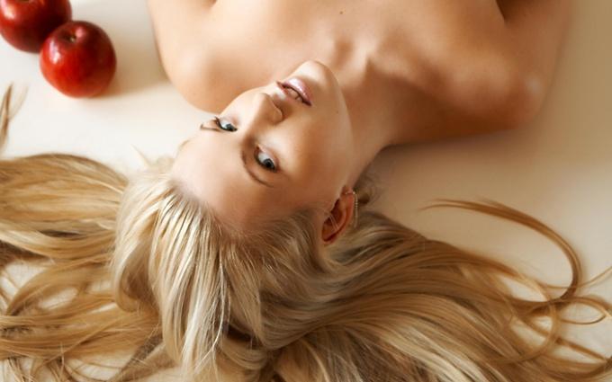 Как придать оттенок волосам натуральными средствами?