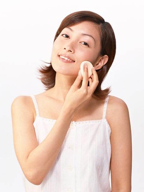 Как выбрать тональный крем для жирной кожи