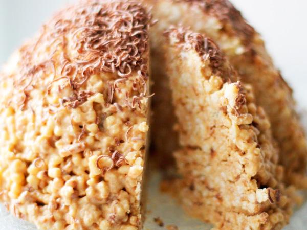 """Вкусный торт """"Муравейник"""", приготовленный из печенья"""