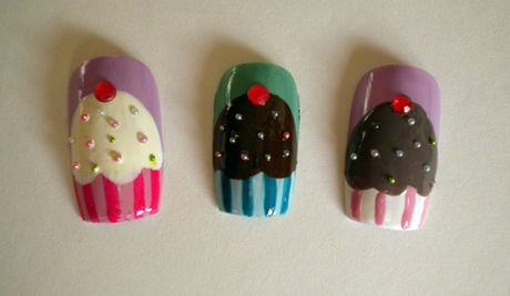 How to draw a cake on the nails