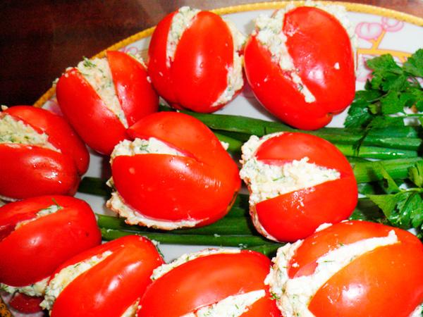 """Готовьте салат """"Тюльпаны"""" на 8 марта для своих любимых женщин"""