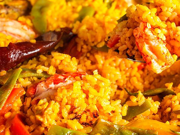 Рисовая испанская паэлья удивит своим вкусом каждого