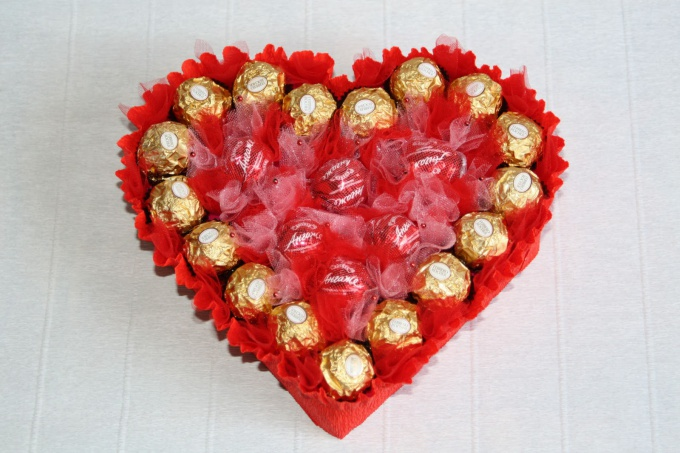 Как сделать сердце из конфет