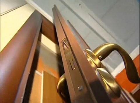 Что делать, если скрипит дверь?