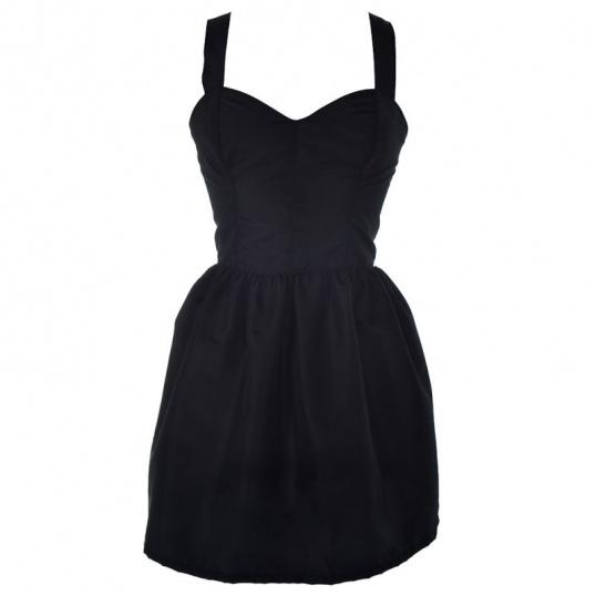 Как носить маленькое черное платье
