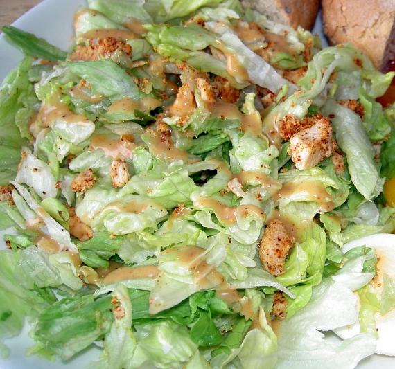 Как приготовить салат с курицей и ананасом