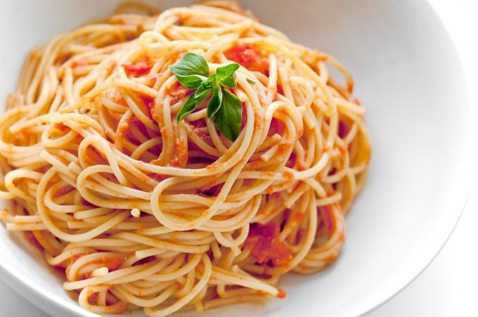 Итальянская паста с соусом из корейки