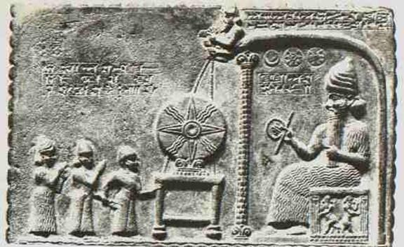 Шумерская гравюра с изображением сидящего гиганта и людей.