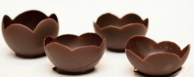 Шоколадные вазочки с муссом из белого шоколада