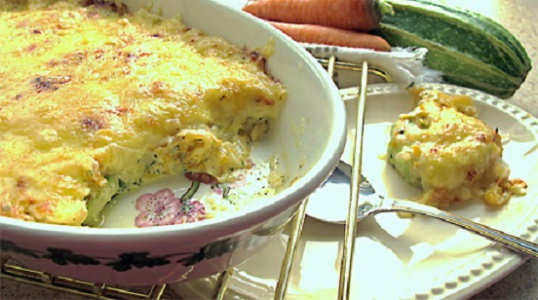 Casserole of minced meat with the bread, under cheese crust