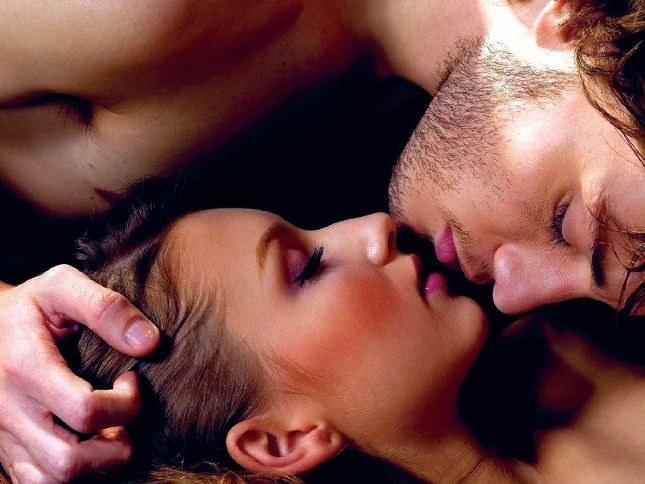 Как завести мужчину в постели — где находиться косточка бедра — Секс