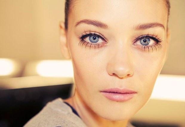 Как сделать глаза больше с помощью теней 735