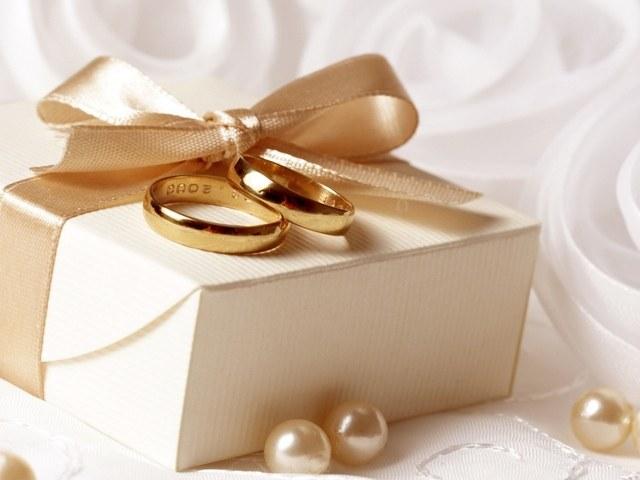 Что подарить молодоженам в день свадьбы