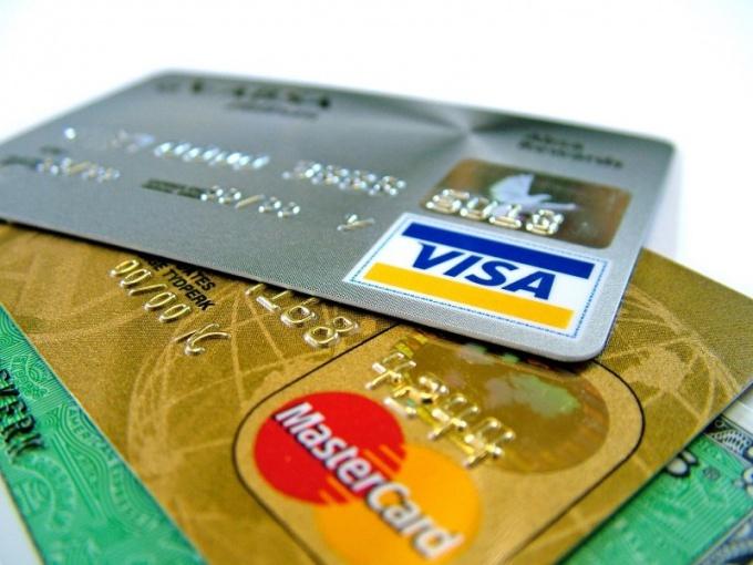 К счету PayPal можно добавить неогрниченное количество карт