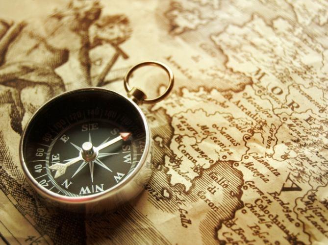 Какова история открытия компаса