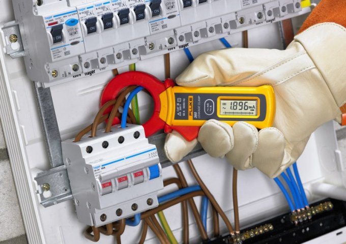 Измерение тока без разрыва цепи токовыми клещами