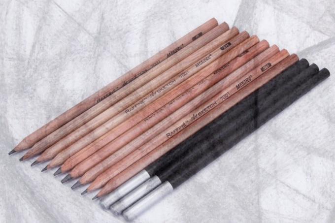 Какие отличия техники рисунка углем от карандаша