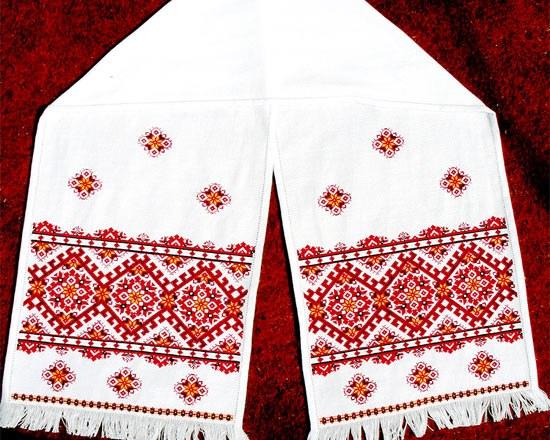 Многие народы традиционно вышивают полотенца