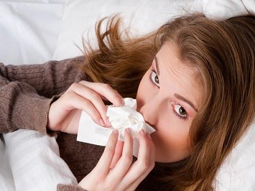Длительный кашель, сопровождающийся кровохарканьем, - верный признак рака легких