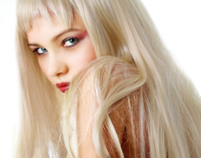 How to dye your hair platinum blonde