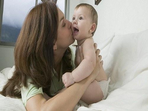 Слезотечение при кашле и чихании у детей является признаком ОРЗ или ОРВИ