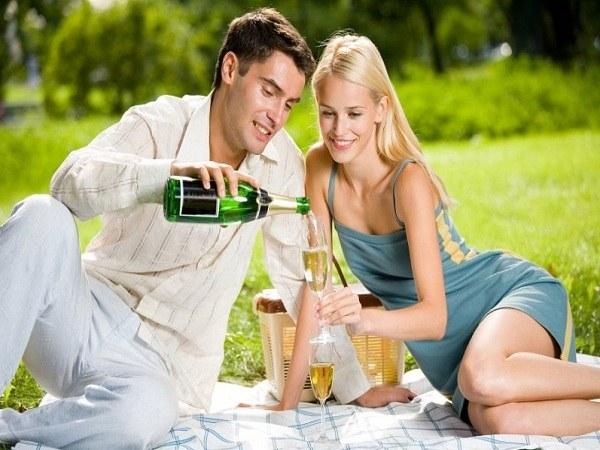 Чтобы романтические отношения не были омрачены неприятными последствиями в виде венерических заболеваний, следует заранее позаботиться о способах их профилактики