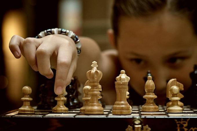 Чем бы шахматы ни являлись, главное для игроков — это умение думать