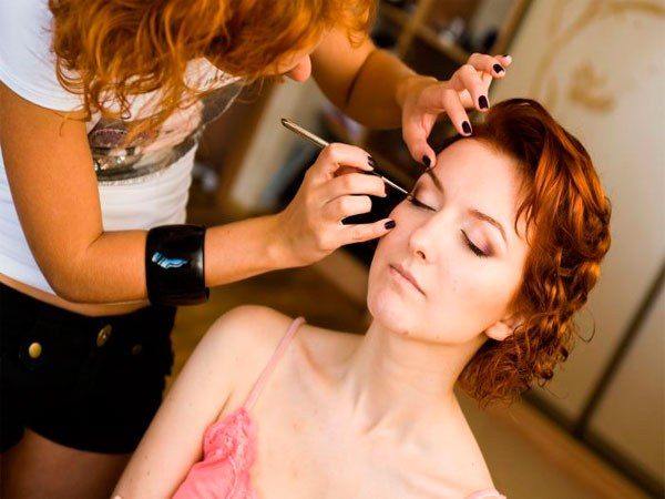 Training makeup artists and hairdressers