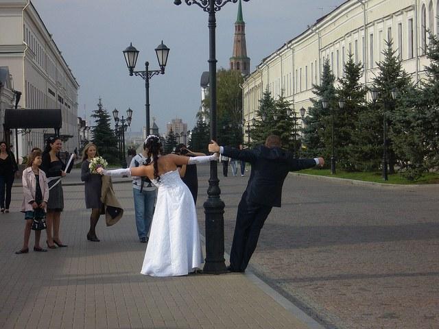 На своей свадьбе друг ждет от вас интересных поздравлений