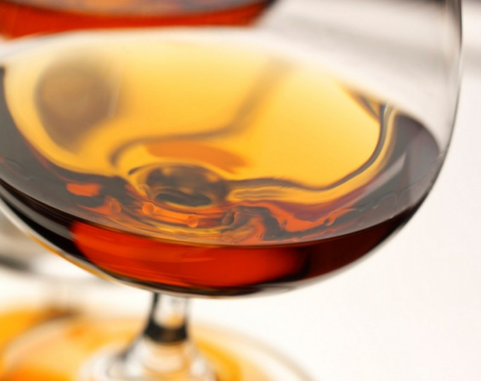 Raises or lowers the pressure of cognac
